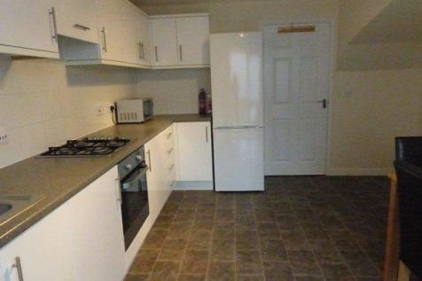 Markfield Avenue, Manchester, Greater Manchester, M13. 4 bedroom town house