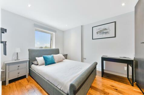 Haydons Road, SW19. 2 bedroom flat