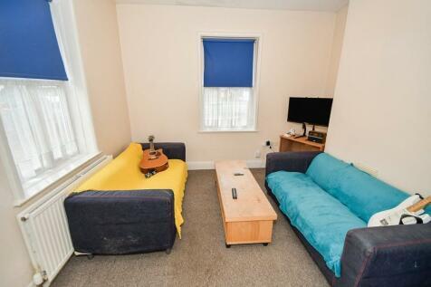 Newsums Villas Carholme Road, Lincoln, LN1. 4 bedroom semi-detached house