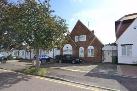 Grosvenor Road, Borehamwood, Hertfordshire. 4 bedroom detached house