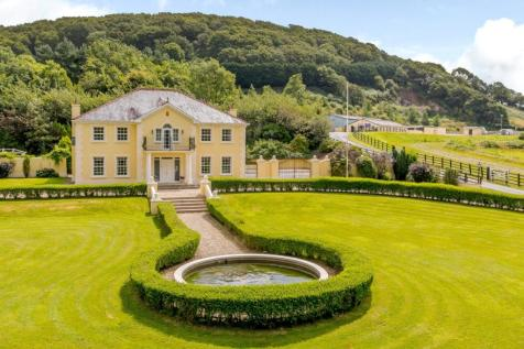 Bronwydd Arms, Nr Carmarthen, Carmarthenshire, SA33. 5 bedroom equestrian facility for sale
