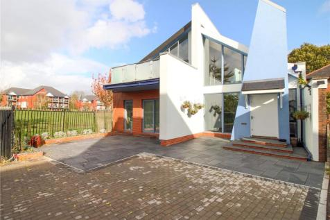 Cyncoed Road, Cardiff, CF23. 4 bedroom detached house