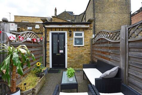 Lancaster Place, Wimbledon Village. 2 bedroom terraced house