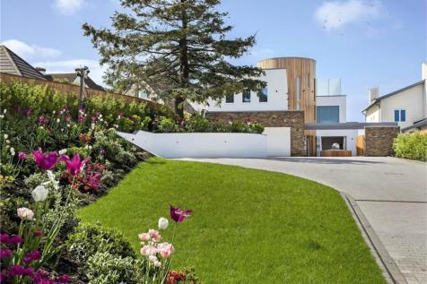 Pearce Avenue, Lilliput, Poole, Dorset, BH14. 4 bedroom detached house