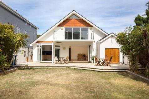 Brownsea Road, Sandbanks, Poole, Dorset, BH13. 4 bedroom detached house