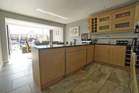 Carbis Close. 5 bedroom town house