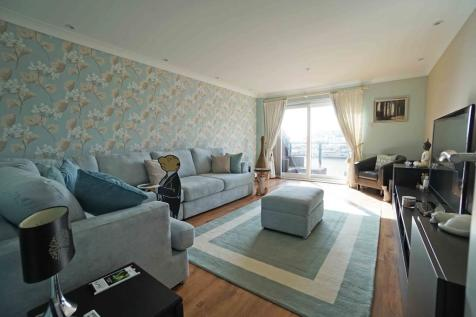 Newlyn Way, Port Solent. 4 bedroom end of terrace house