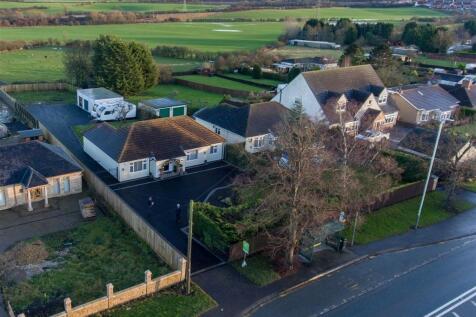Beaumont Hill, Darlington. 4 bedroom detached bungalow for sale