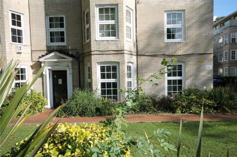 Malden Court, West Barnes Lane, New Malden, KT3. 2 bedroom flat