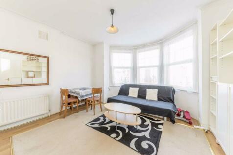 Pinfold Road, Streatham. 2 bedroom flat