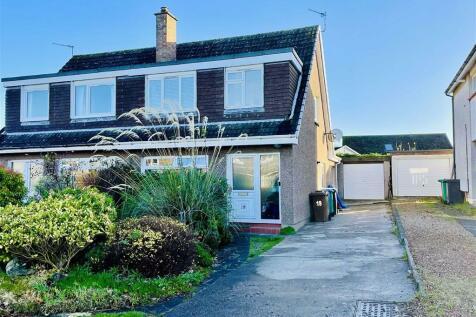 Doocot Road, St Andrews, Fife. 4 bedroom semi-detached house