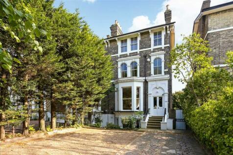 Shooters Hill Road, Blackheath. 4 bedroom house