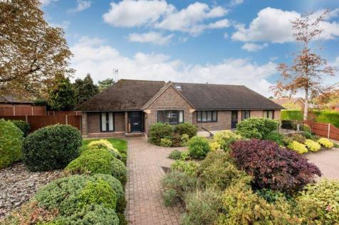 Bookham. 3 bedroom detached bungalow for sale