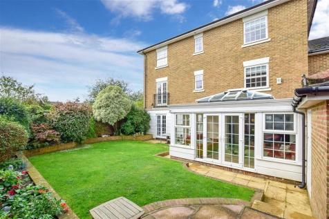 Maypole Drive, Kings Hill, West Malling, Kent. 6 bedroom detached house for sale