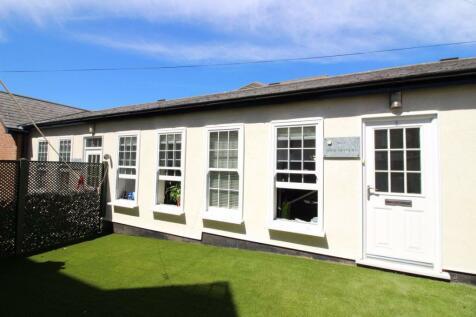 Spencer Court, Bushey. 3 bedroom bungalow