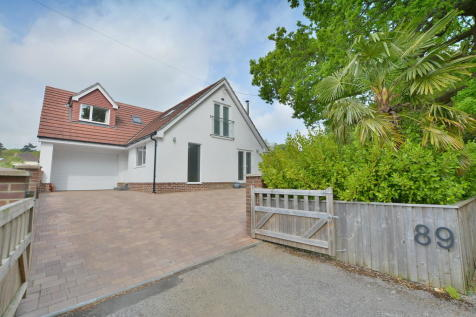 Leigh Lane, Wimborne. 3 bedroom detached house