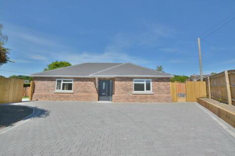 Hayes Lane, Wimborne. 3 bedroom detached bungalow