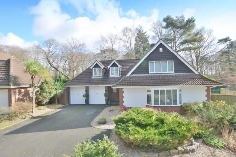 Airetons Close, Broadstone. 3 bedroom chalet