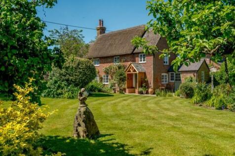 Long Crichel, Wimborne. 3 bedroom cottage