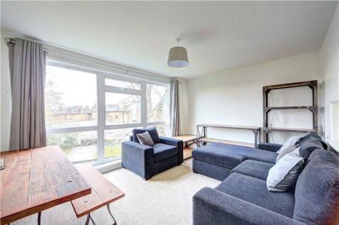 Elizabeth Court, Hampton Road, Teddington, TW11. 1 bedroom flat