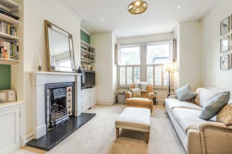 Hindmans Road, East Dulwich. 2 bedroom flat