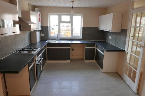 Limes Avenue, Chigwell, Essex, IG7. 4 bedroom terraced house