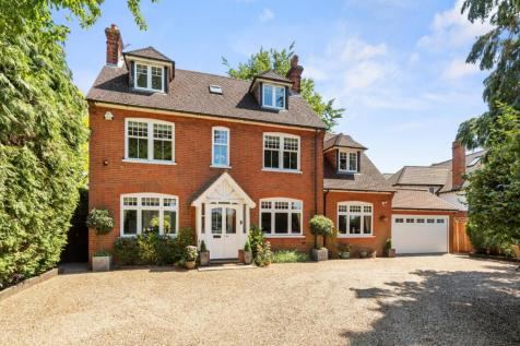 Tilt Road, Cobham, Surrey, KT11. 5 bedroom detached house