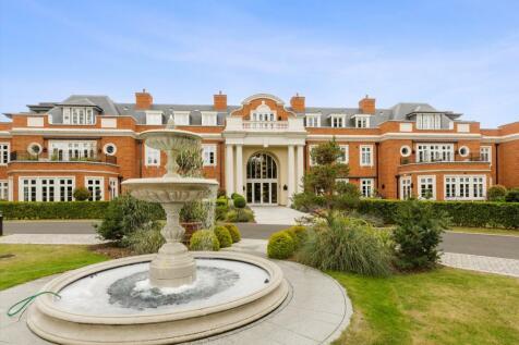 Cobham, Surrey, KT11. 2 bedroom flat for sale
