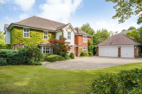 Eaton Park Road, Cobham, Surrey, KT11. 5 bedroom detached house