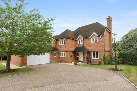 Fairmile Avenue, Cobham, Surrey, KT11. 5 bedroom detached house