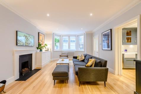 Earl's Court Square, London. 2 bedroom flat for sale
