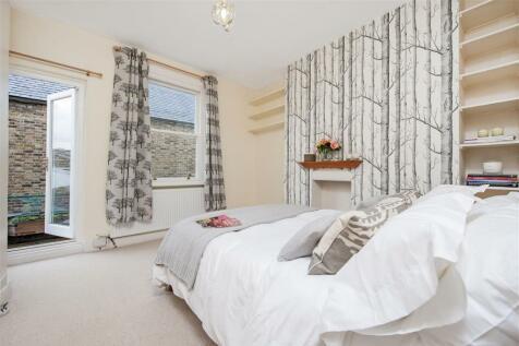 Cornwall Crescent, W11. 1 bedroom flat