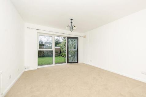 Langham Road, SW20: 1 bed 1 rec 1 bath unfurn. 1 bedroom flat