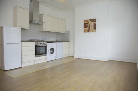 Gladstone Rd, SW19: 2 bed 1 rec 1 bath unfurn. 2 bedroom flat