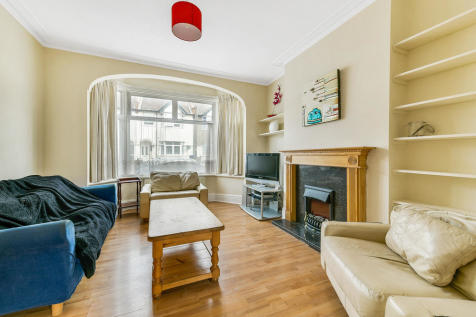 Clive road, SW19: 3 bed 1 rec 1 bath furn. 3 bedroom terraced house