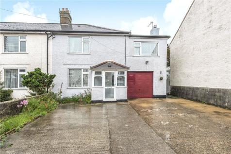 Chard Road, Axminster, Devon. 4 bedroom semi-detached house