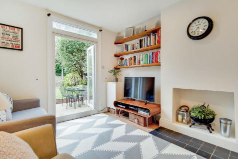 Leighton Gardens, Kensal Rise NW10. 2 bedroom ground floor flat for sale