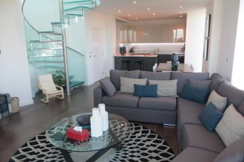 Tennyson Apartments, Saffron Square, Croydon, CR0 2FY. 2 bedroom penthouse