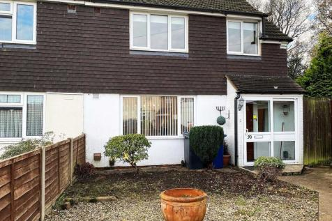 Old Park Close, Farnham. 3 bedroom semi-detached house