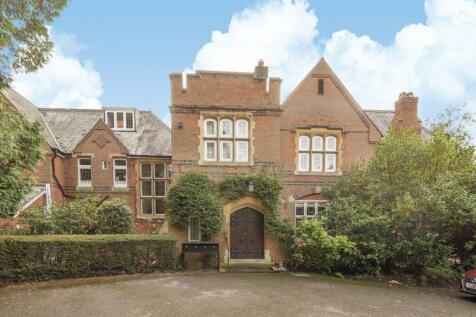 Green Lane, Cobham. 2 bedroom apartment for sale