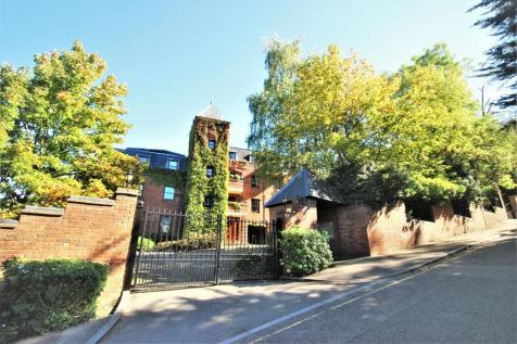 Roxborough Park, Harrow on the hill, Middlesex. 2 bedroom apartment