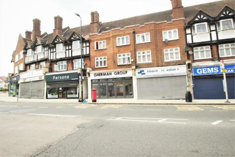 Court Parade, Wembley, Greater London. 3 bedroom flat