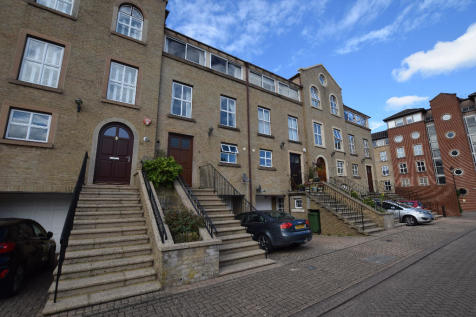Andes Close, Southampton, Hampshire, SO14. 4 bedroom town house