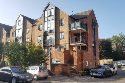 Riverdene Place, Southampton, Hampshire, SO18. 2 bedroom apartment
