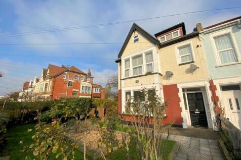 Finchley Road, Westcliff On Sea. 1 bedroom flat