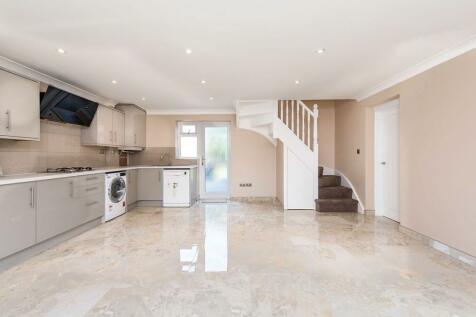 Grasmere Avenue, Whitton, Hounslow, TW3. 2 bedroom terraced house