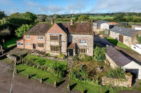 Knowle Lane, Chard, Somerset, TA20. 5 bedroom detached house