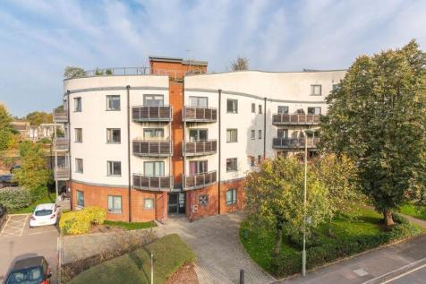 Mayfield Road, Walton-On-Thames. 2 bedroom flat for sale