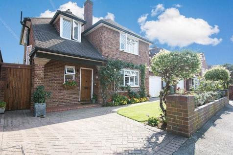 Long Lodge Drive, Walton-On-Thames. 3 bedroom detached house for sale