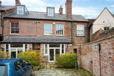 8 Nelson's Yard, Walmgate, York, YO1. 3 bedroom house